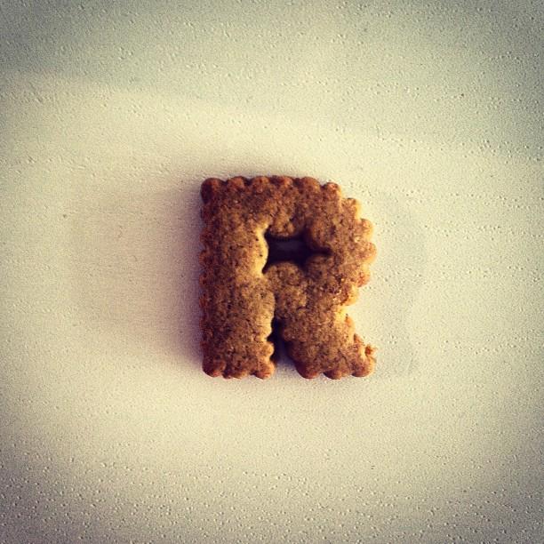 Undra om #Robins på #svt fått inspiration från bokstavskex när de gjorde loggan.