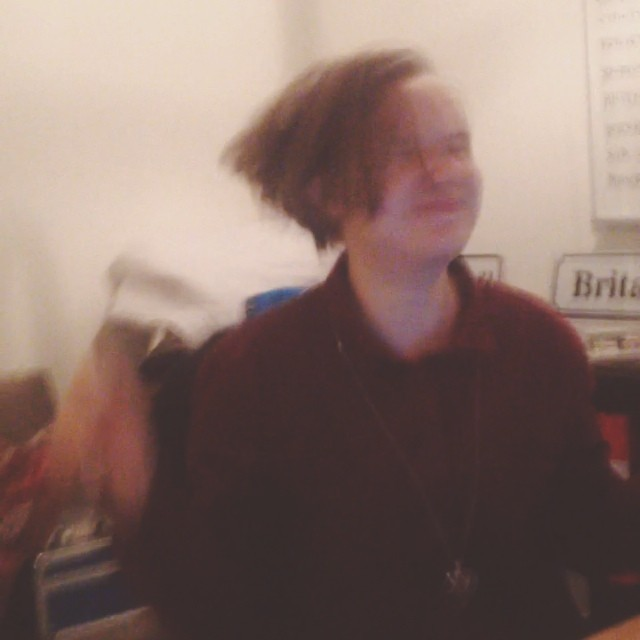Simone (@simoneviktoria) och jag jobbar sent. Sjukt mycket att göra. Torsdagspepp!